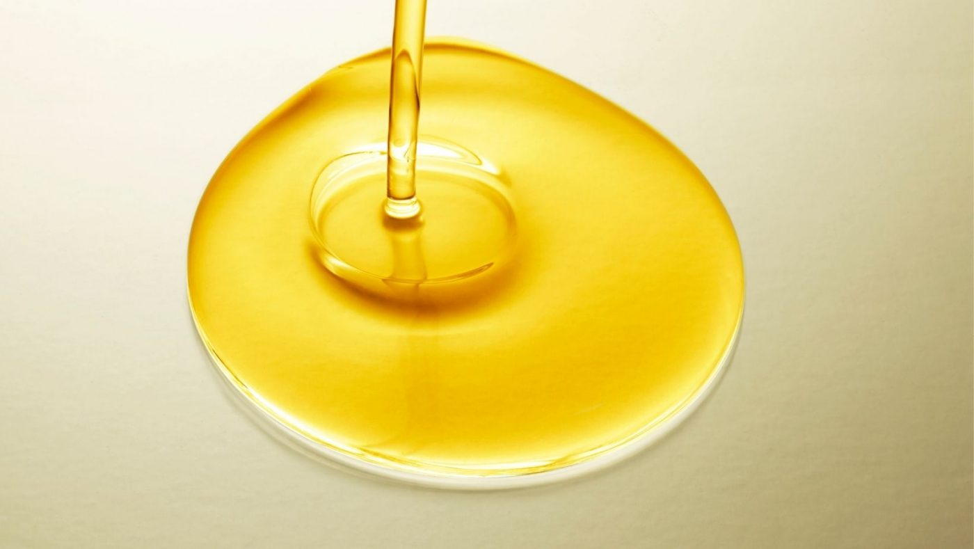 EVOO has plenty of beauty benefits. Just a few drops of it in your daily routine will beautify your skin and hair